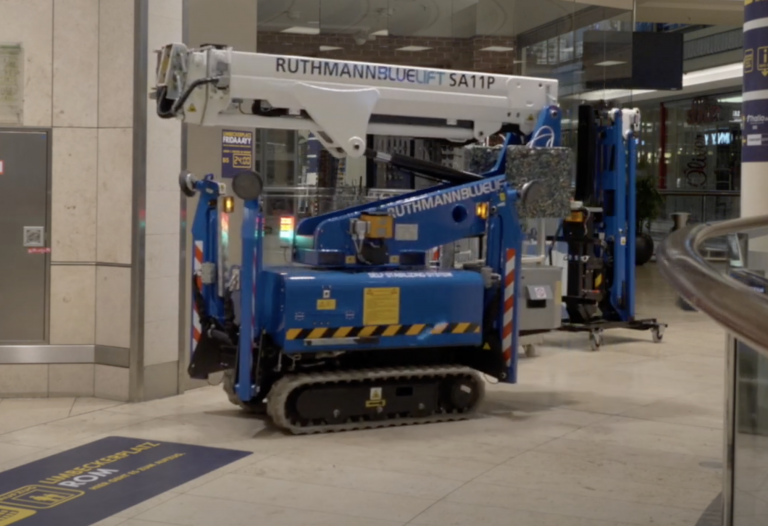www.spiderlift.co.uk ruthmann bluelift sa11p tracked spider with removable jib for elevator access